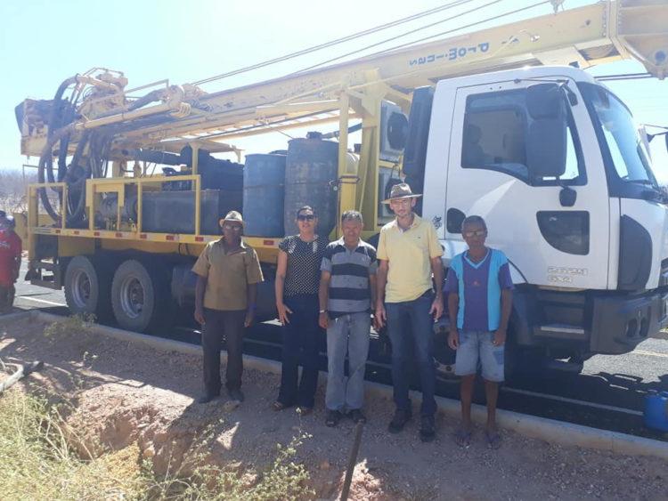 Branco Rodrigues e equipe trabalhando