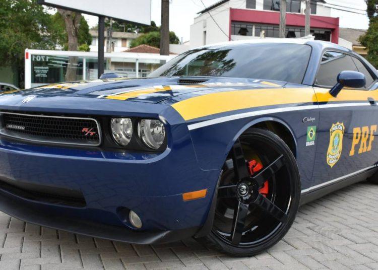 PRF usará viatura Dodge Challenger nas ações policiais. - Divulgação/PRF