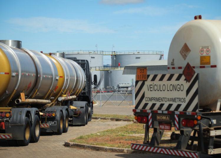 Distribuidoras de combustivel da Petrobras. Gasolina, caminhão tanque, caminhoneiros, paralizacao. Foto: Sérgio Lima/Poder 360
