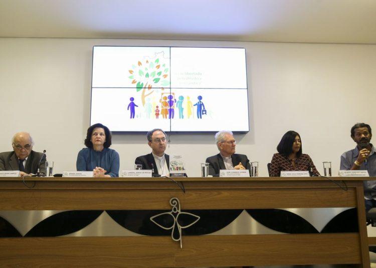 """A Conferência Nacional dos Bispos do Brasil (CNBB) lança a Campanha da Fraternidade 2019 com o tema """"Fraternidade e Políticas Públicas""""."""