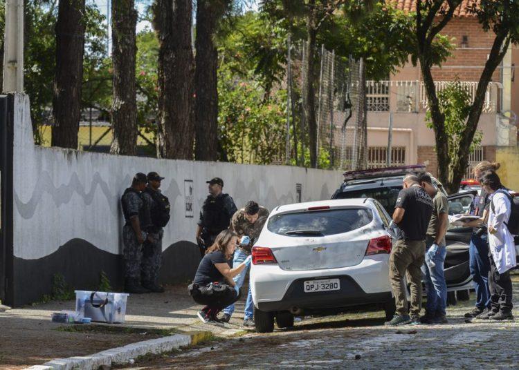 Perícia feita pela polícia civil no carro em que chegaram dois jovens armados e encapuzados que invadiram a Escola Estadual Professor Raul Brasil e disparam contra os alunos, em Suzano, São Paulo.
