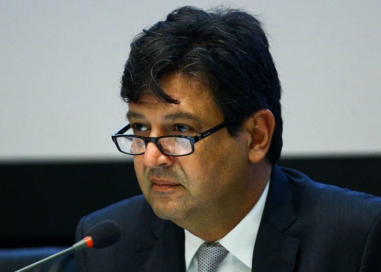 O ministro da Saúde, Luiz Henrique Mandetta, durante reunião com secretários de Saúde dos estados e capitais de todo o país para tratar da situação do novo coronavírus