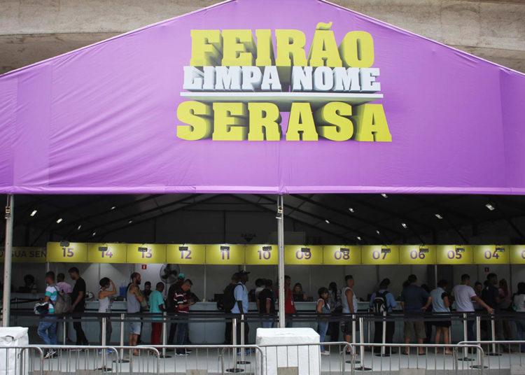 SÃO PAULO,SP,19.03.2018:FEIRÃO-LIMPA-NOME - Acontece no Vale do Anhangabaú em São Paulo (SP), nesta segunda-feira (19), o Feirão Limpa Nome, para que pessoas com nome sujo possam negociar suas dívidas com bancos, financeiras e recuperadoras. O feirão acontecerá até sábado (24). (Foto: Willian Moreira/Futura Press/Folhapress)