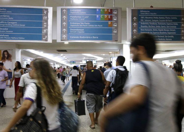 Rio de Janeiro - Movimentação de passageiros na Rodoviária do Rio. Mais de 520 mil passageiros devem utilizar a rodoviária para viajar no próximo feriado de Carnaval. (Foto:Tânia Rêgo/Agência Brasil)