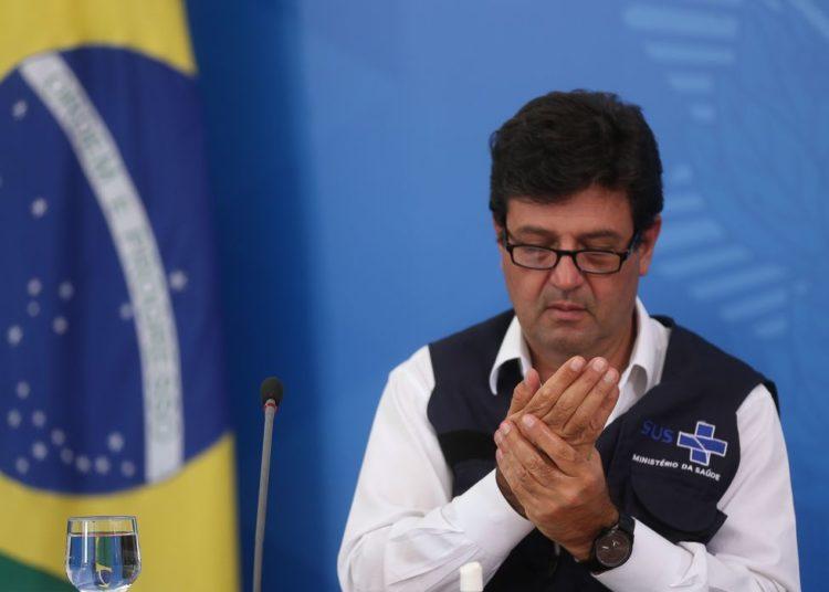 O ministros da Saúde, Luiz Henrique Mandetta, participa de coletiva de imprensa no Palácio do Planalto, sobre as ações de enfrentamento ao covid-19 no país