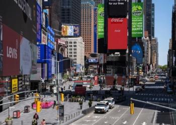 Times Square, permanece relativamente tranquilas devido ao surto contínuo da doença por coronavírus (COVID-19) no bairro de Manhattan em Nova York