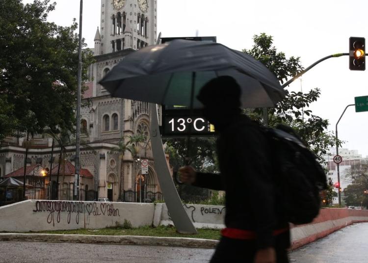 Frente fria atinge a capita paulista