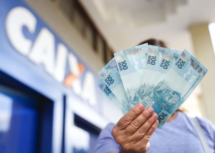 Caixa Econômica paga o Auxílio Emergencial no valor de R$ 600,00 aos que pereram renda durante a crise do coronavírus (covid-190 .Sérgio Lima/Poder360 05.05.2020