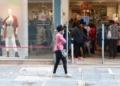 São Paulo - Comércio de rua reaberto após início da fase de transição do Plano São Paulo para combate à covid-19, no centro da capital.