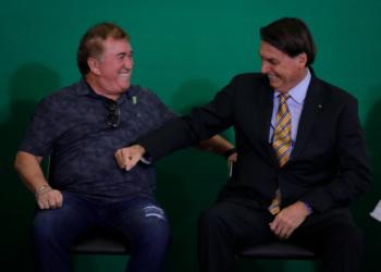 Presidente Jair Bolsonaro participa da cerimônia de comemoração dos 54 anos da EMBRATUR, que contou com a participação do cantor Amado Batista. Sérgio Lima/Poder360 17.11.2020