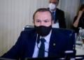 O autor do projeto, senador Wellington Fagundes, durante a votação desta quarta-feira  Foto: Pedro França/Agência Senado  Fonte: Agência Senado
