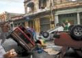 FÚRIA Indignados com a falta de comida, populares tombam carros na capital (Crédito: YAMIL LAGE)