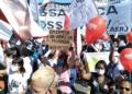 Reprodução Twitter Manifestantes no centro do Rio de Janeiro pedem o impeachment do presidente Jair Bolsonaro