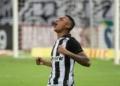 Ceará e Athletico-PR mediram forças na Arena Castelão pelo Brasileirão Assaí Créditos: Kely Pereira/AGIF