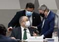Aras (sentado) com o presidente da CCJ, Davi Alcolumbre, e o vice-presidente Antonio Anastasia Foto: Roque de Sá / Agência Senado