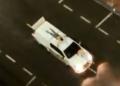 Amarrados em carros, reféns foram feitos de 'escudo humano' para impedir ataques da polícia contra os criminosos. Foto: Reprodução/Twitter / Estadão