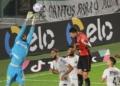 Santos e Athletico-PR duelaram por uma vaga nas semis da Copa Intelbras do Brasil  Créditos: Fernanda Luz/AGIF.