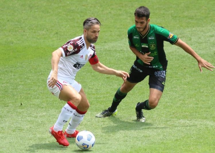 Pela 22ª rodada do Brasileirão Assaí, América-MG e Flamengo se enfrentaram no Independência Créditos: Fernando Moreno/AGIF