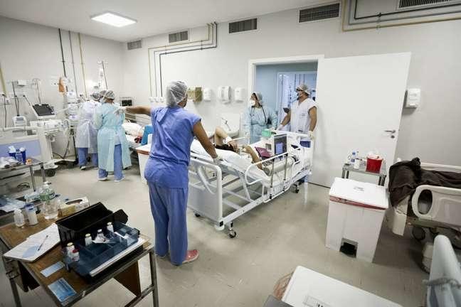 Hospital em Brasília recebe paciente infectado pela covid-19. Foto: Breno Esaki/Agência Brasília / Estadão Conteúdo